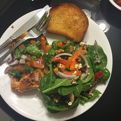 Black pepper salmon with spinach salad and garlic bread