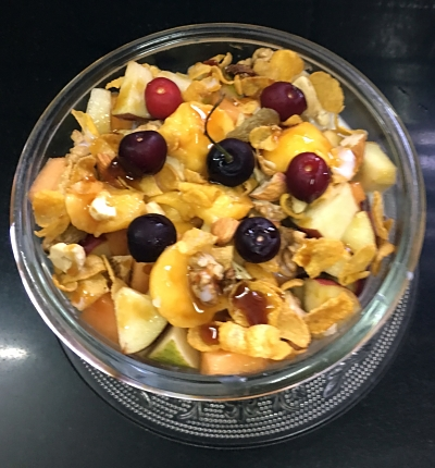 Cornflakes with fresh fruits