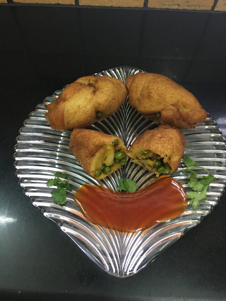 Serve the bread rolls with tomato sauce or green chutney.