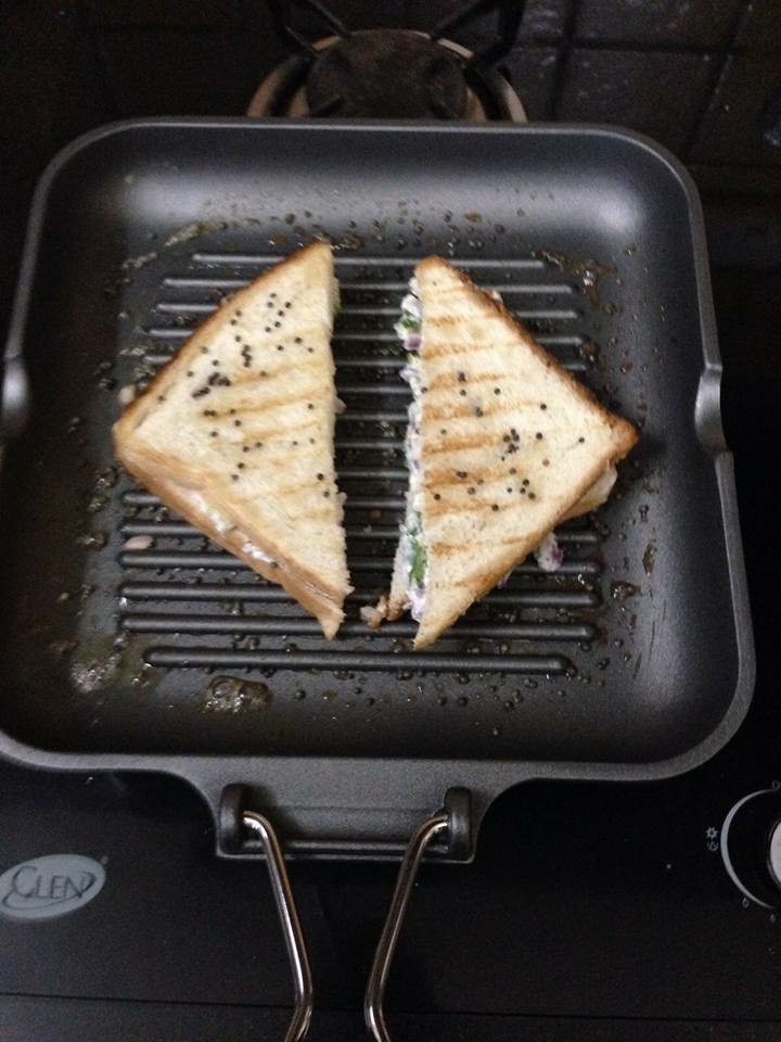 Cook it until it becomes crispy and golden brown form both sides.