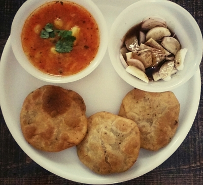 Kachori with aloo ki sabzi