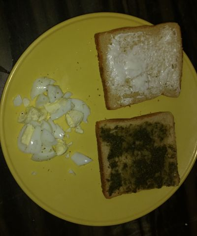 Now take 2 bread slices ,on one side apply mayonnaise and on other slice apply mint chutney.